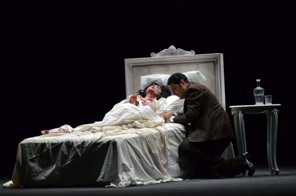 """""""La Traviata"""", il nuovo allestimento di Ferzan Özpetek: in scena dal 23 marzo al 3 aprile al Teatro Petruzzelli, Bari"""