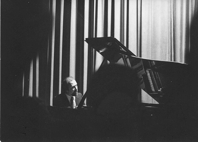 Intervista di Federica Ferretti al famoso pianista di fama internazionale Luciano Cerroni