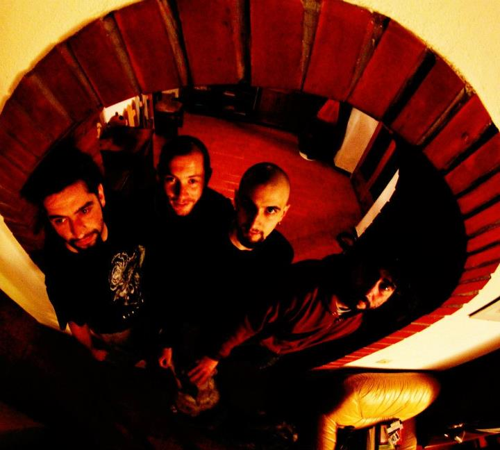 """""""Tell him he's dead"""", ep della band Quiet in the Cave"""