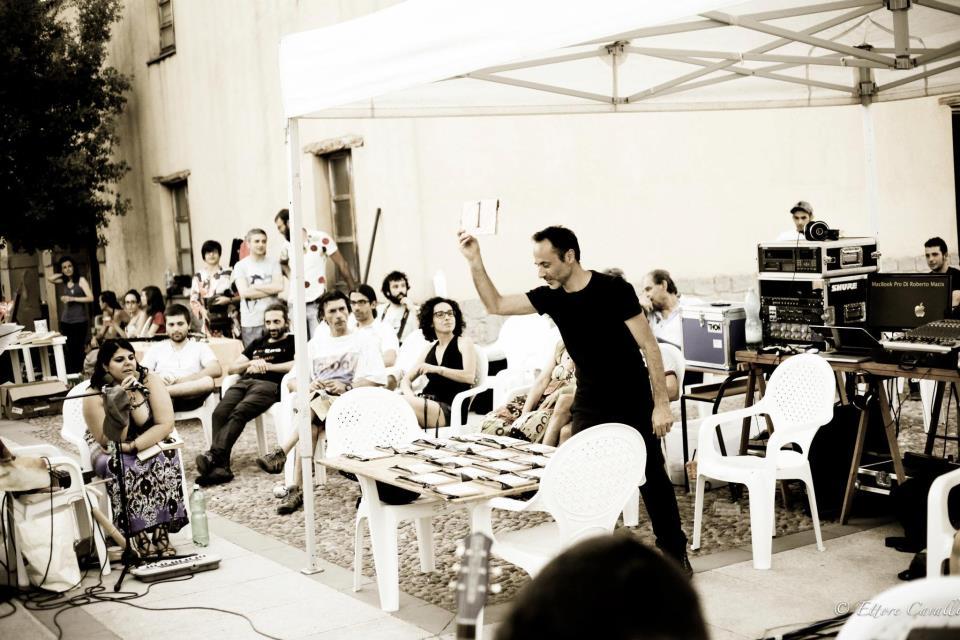 """Performance de """"Snake Platform"""": improvvisazione al Castello di Acquafredda, 19 agosto 2012, Siliqua"""