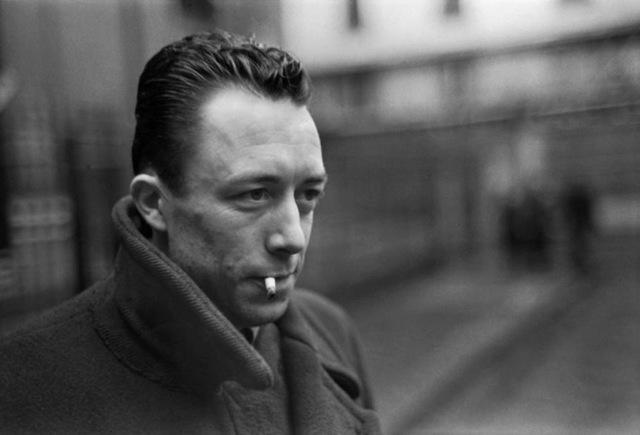 """""""Lo straniero"""", romanzo di Albert Camus – recensione di Nino Fazio"""