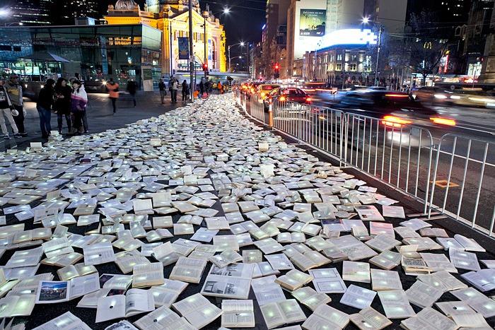 """""""Stradescritte"""": strade tappezzate di libri, musica e spettacoli a Cagliari, sabato 17 novembre 2012"""