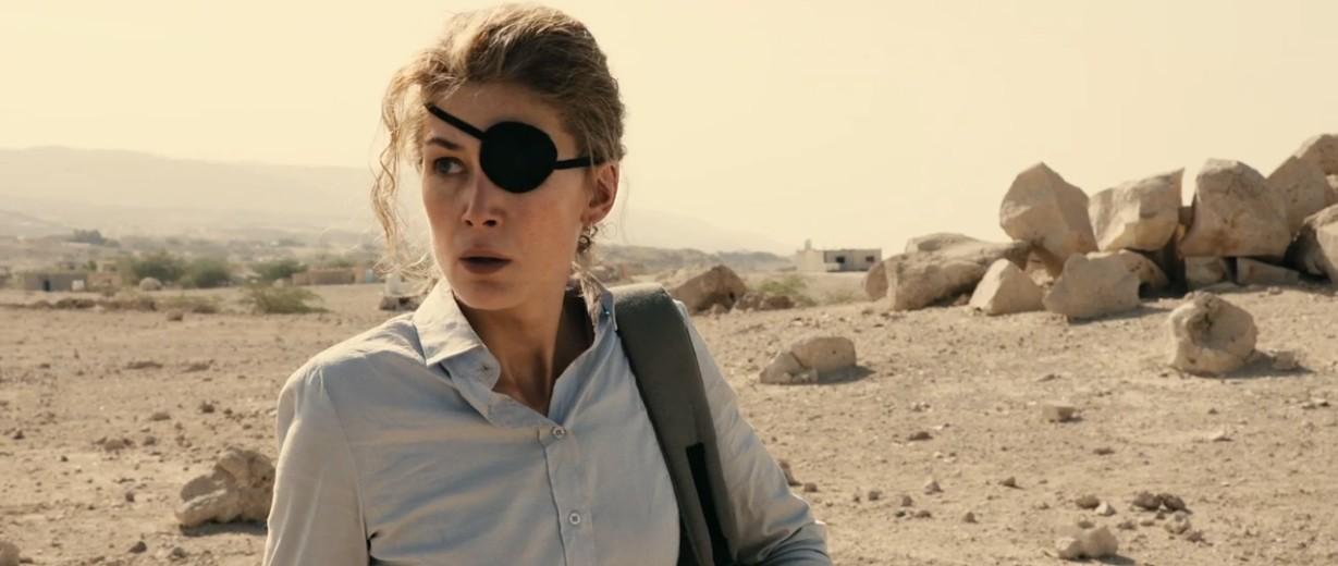 """""""A private war"""" di Matthew Heineman: la vita straordinaria della reporter di guerra Marie Colvin"""