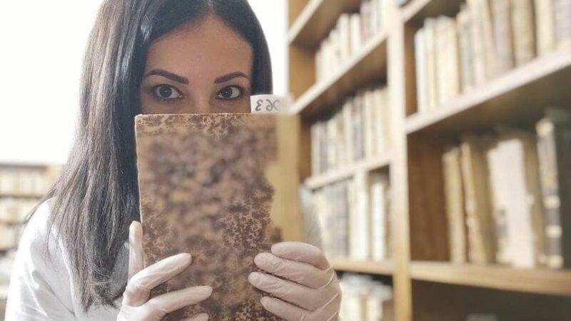 iSole aMare: Emma Fenu intervista Alessandra Derriu tra stregoneria ed archivistica