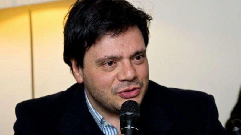 """""""La bambina senza il sorriso"""" di Antonio Menna: miracolo ed entropia nella vecchia Napoli"""