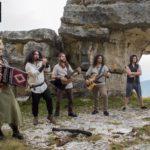 "Selfie & Told: la band Balt Hüttar racconta l'album ""Trinkh Met Miar"""