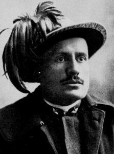 Benito Mussolini con la divisa da bersagliere