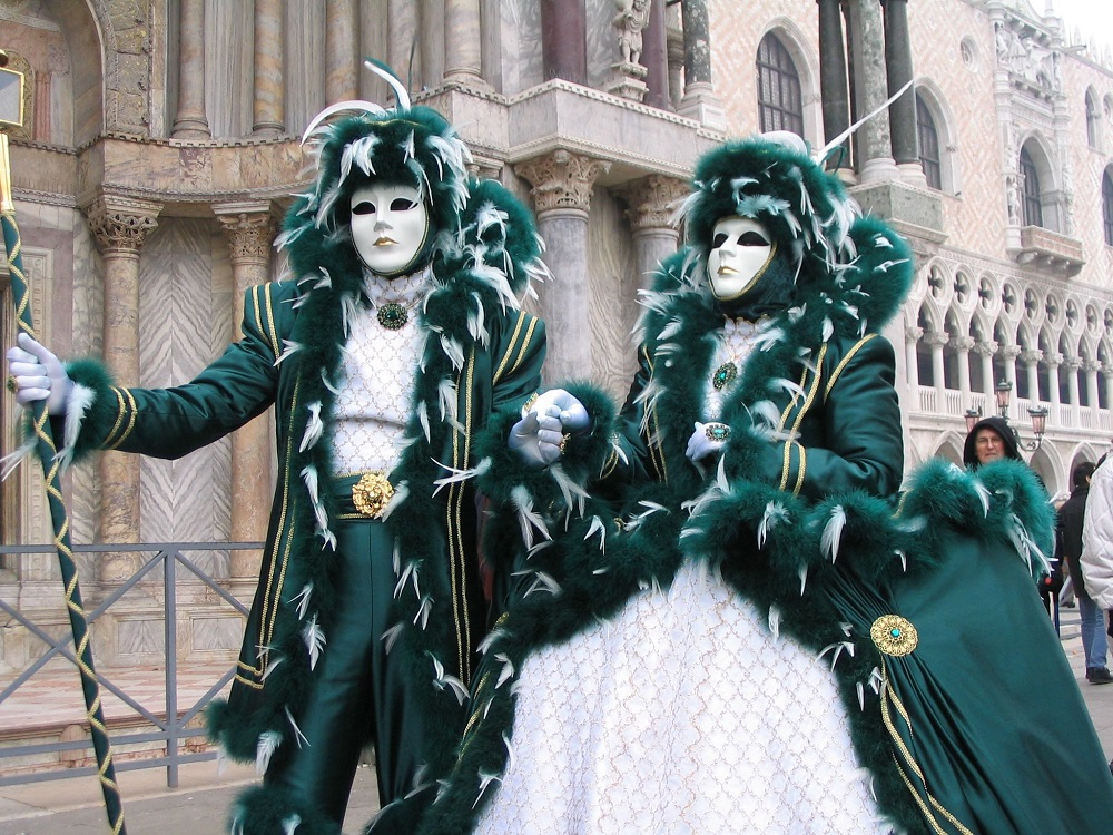 Il carnevale dei poeti: la festa in maschera di Dante Alighieri, Giacomo Leopardi e Gabriele D'Annunzio