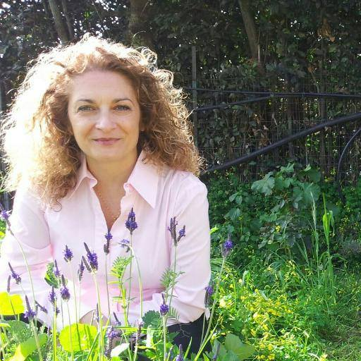 iSole aMare: Emma Fenu intervista Cristina Caboni fra le memorie di un popolo dall'anima antica e moderna