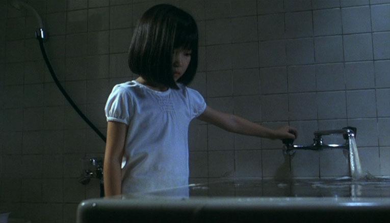 """""""Dark Water"""", film horror di Hideo Nakata: un persistente e raggelante senso di perdita e di abbandono"""