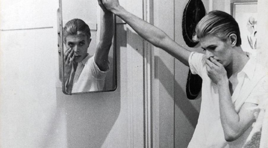 """""""David Bowie"""" l'album omonimo: inizia nel 1967 la grande avventura da solista dell'artista londinese"""