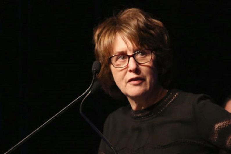 """""""Avviso di chiamata"""" di Delia Ephron: il telefono è il mezzo che permette di abbattere la censura"""