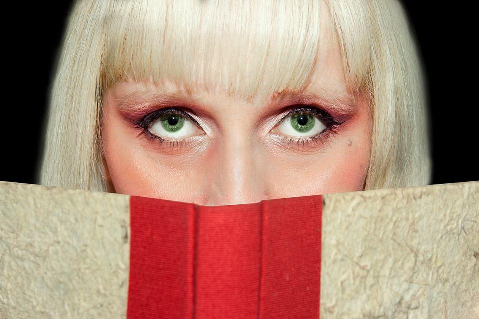 """""""L'annusatrice di libri"""" di Desy Icardi: tra grandi misteri della letteratura e folle amore per i libri"""