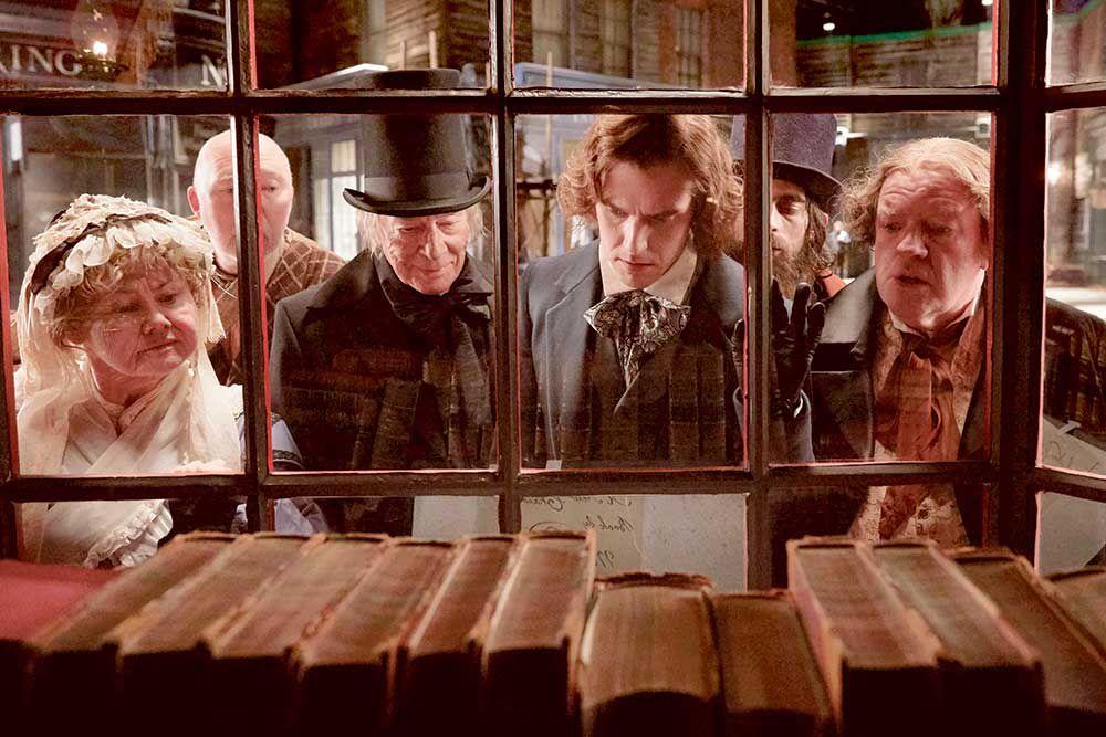 """""""Dickens – L'uomo che inventò il Natale"""" di Bharat Nalluri: l'adattamento cinematografico del romanzo di Les Standiford"""