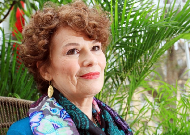 """""""Il profumo delle foglie di tè"""" di Dinah Jefferies: uno dei maggiori successi narrativi del 2016"""