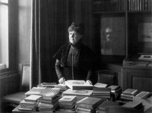 Elisabeth Förster-Nietzsche around 1910 on a photograph by Louis Held - Louis Held Wikimedia Commons