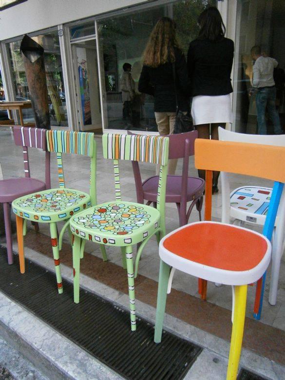 Sedie Decorate A Mano.La Mano Dell Acqua Un Installazione Di Enrico Marcato In Mostra