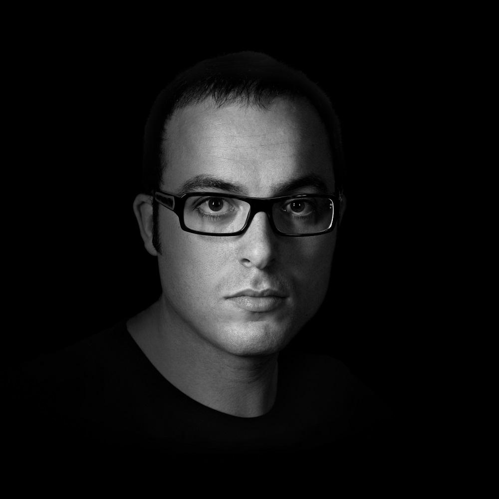 """Intervista di Alessia Mocci a Federico Li Calzi, autore del romanzo """"Nove periodico"""""""