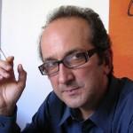 """""""La casa di ringhiera"""" di Francesco Recami: un gioco di equivoci e sospetti che si rivela vincente"""