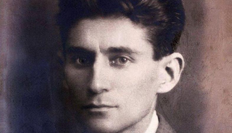 """""""Il processo"""" di Franz Kafka: l'uomo che perseguita se stesso"""