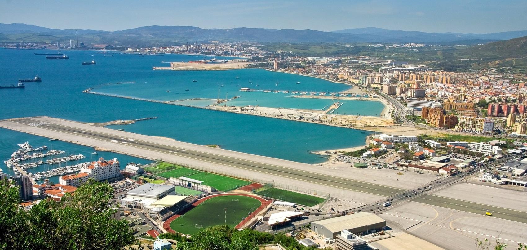 Gli aeroporti più pazzi del mondo: Gibilterra e gli aerei che percorrono strade cittadine