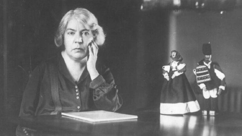 Le métier de la critique: Grazia Deledda, l'autodidatta di Nuoro che si ostinò nello studio quando era precluso alle donne