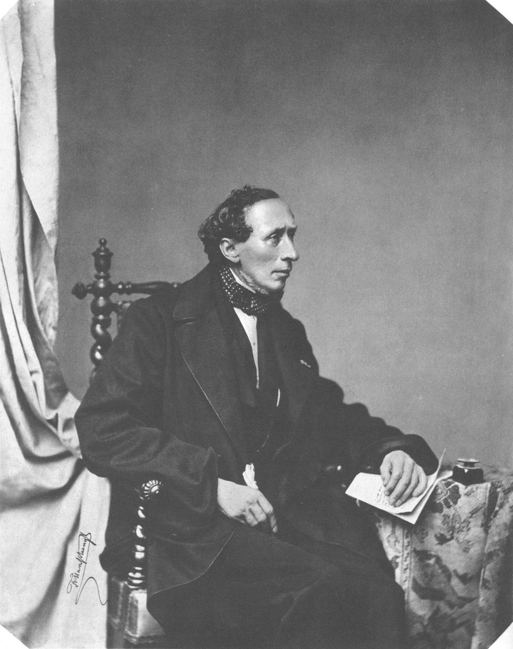 """""""L'albero di Natale"""" di Hans Christian Andersen: una favola classica per far riflettere l'uomo sempre insoddisfatto"""