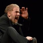 """""""Il sogno di un uomo ridicolo"""": il recital di Gabriele Lavia sul palco del Teatro Petruzzelli di Bari"""