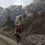 Indonesia: l'eruzione del vulcano Sinaburg coglie di sorpresa la popolazione