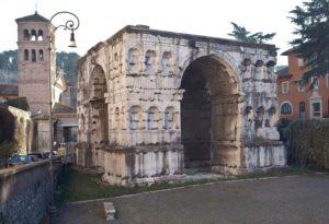 L'arco di Giano all'interno del Foro Boario