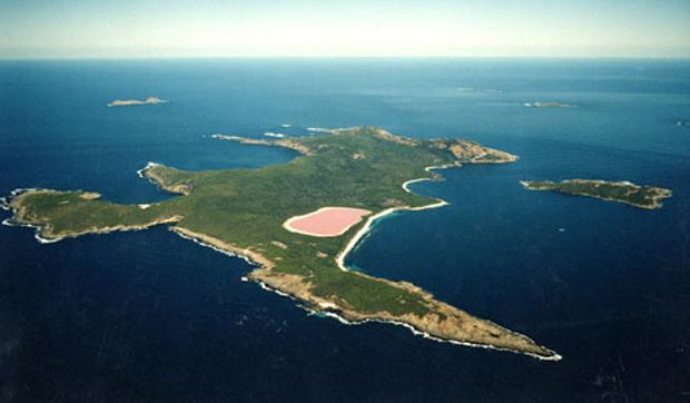 Lake Hillier: si trova in Australia ed è un lago tutto rosa