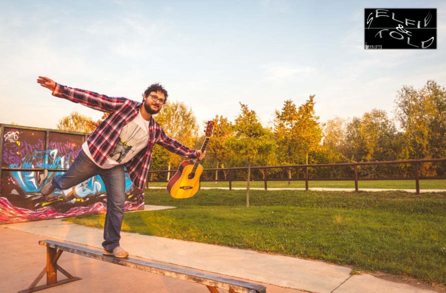 """Selfie & Told: L'equilibrio racconta il singolo """"Saluti da Rimini"""""""
