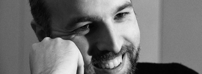 """""""La tristezza ha il sonno leggero"""" di Lorenzo Marone: per essere felici bisogna essere pronti a liberarsi del passato"""