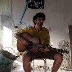 """Selfie & Told: il cantautore Luca Cassano racconta il suo progetto musicale """"Le rose e il deserto"""""""