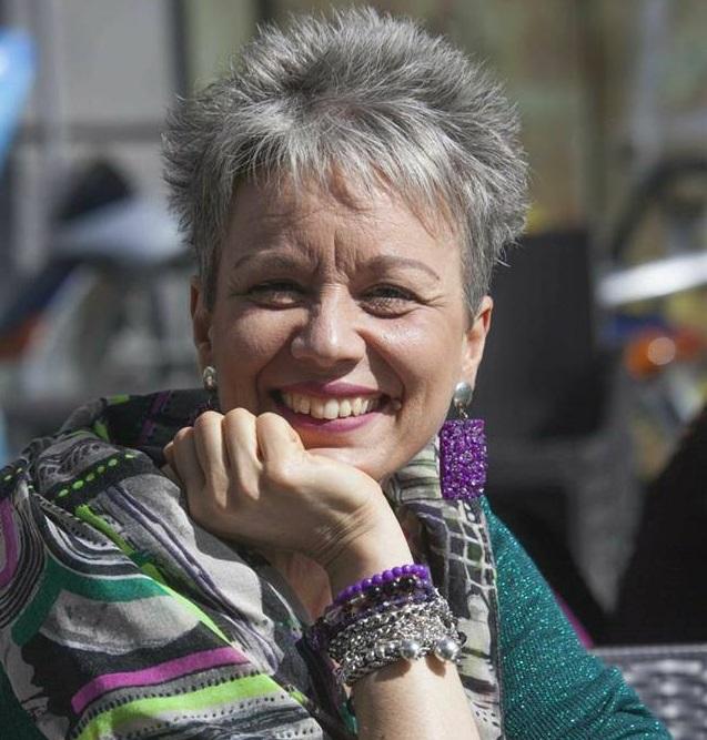 """Intervista di Emma Fenu a Luciana Pennino, autrice di """"Primule fuori stagione"""": un romanzo sulle donne over 45"""