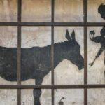 """""""L'uomo che rubò Banksy"""" di Marco Proserpio: dal mural di Betlemme alla street-art in vendita su ebay"""