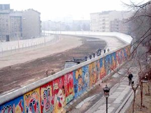 Muro di Berlino 1986 - a sinistra Berlino est, a destra Berlino ovest - Photo by Noir