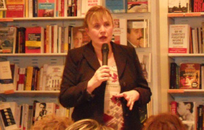 """Resoconto della presentazione di """"Portami negli occhi""""di Nicoletta Nuzzo, Rupe Mutevole Edizioni, Libreria Feltrinelli, Perugia"""