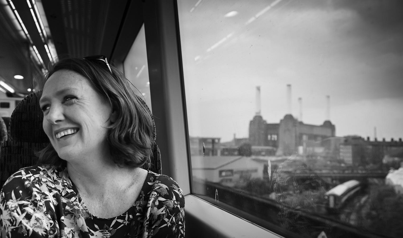"""""""La ragazza del treno"""" di Paula Hawkins: un thriller dove niente è come sembra"""