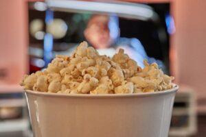 Popcorn e cinema a casa