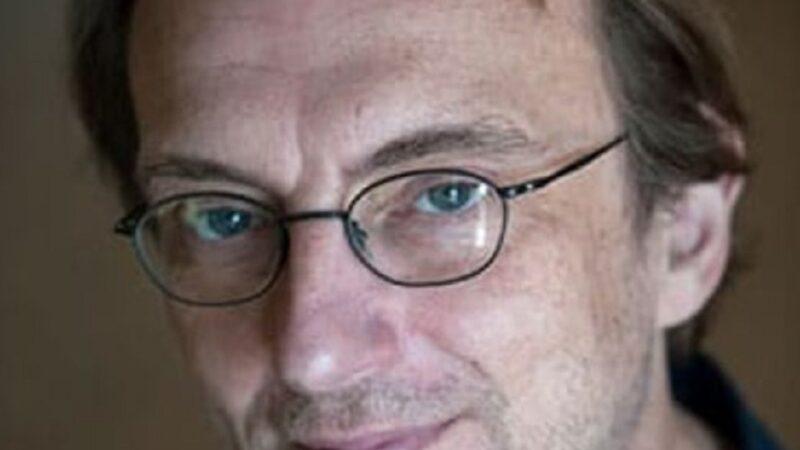 """""""Il mistero sotto i nostri piedi"""" di Richard Panek: l'enigma della gravità"""