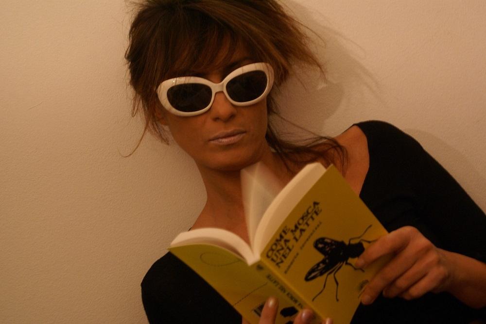 """Intervista di Emanuele Piacentini Paggi alla scrittrice Roberta Invernizzi ed al suo """"Come una mosca nel latte"""""""