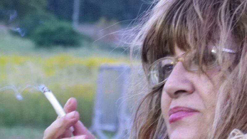 """""""Lampadari a gocce"""" di Savina Dolores Massa: navigare nell'inquietudine affabulante"""