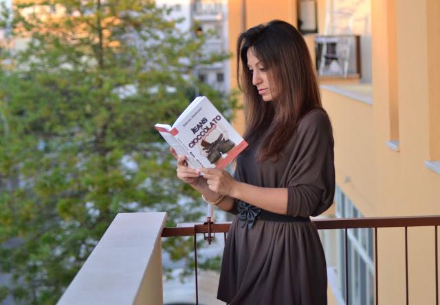 """""""Jeans e Cioccolato"""", primo romanzo di Simona Giorgino: una storia d'amore nata da un vespaio di bugie"""