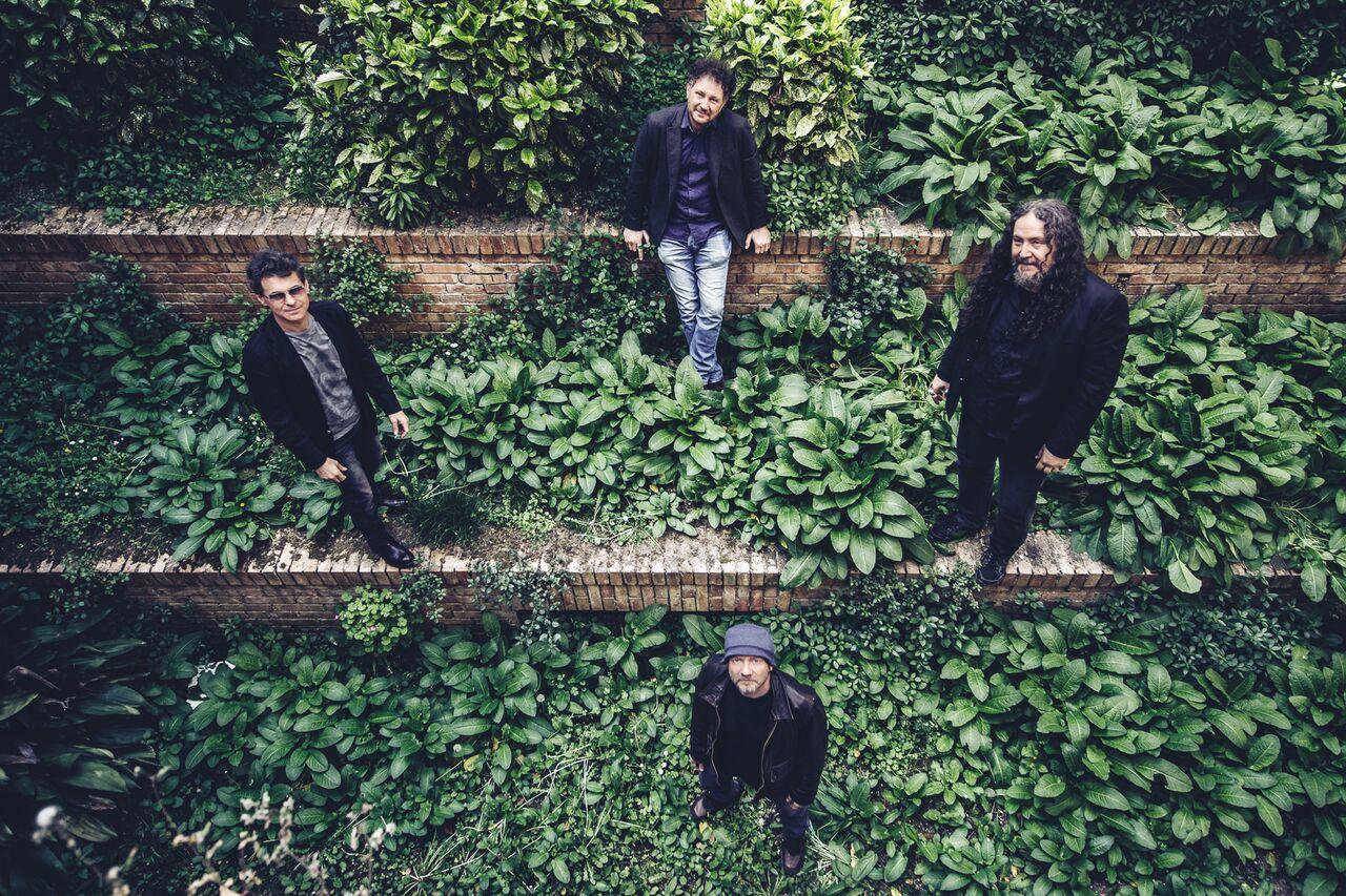 """""""Adrian"""", singolo dei Twenty Four Hours: dedicato ad Adrian Borland, leader della band britannica Sound"""