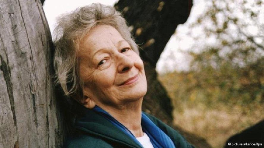 """""""Szymborska, la gioia di leggere"""" di Donatella Bremer e Giovanna Tomassucci: saggi dedicati alla poetessa polacca"""