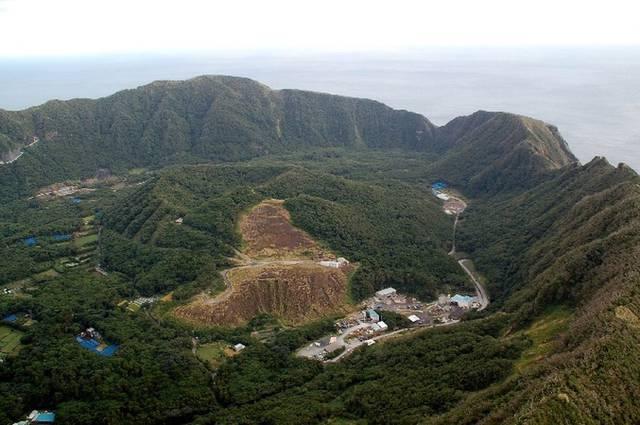 Giappone: l'isola di Aogashima, vivere all'interno di un vulcano attivo