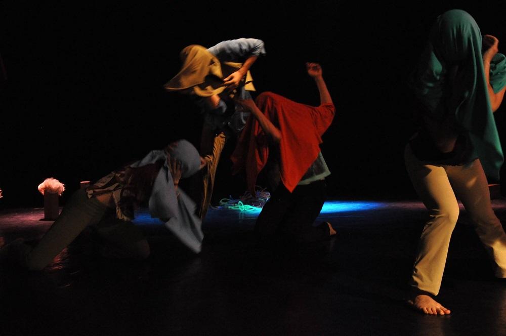 """""""Assenza"""": spettacolo di teatro e danza della Compagnia Aleph, regia e coreografia a cura di Paola Scoppettuolo"""