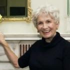 Alice Munro riceve il Premio Nobel 2013 per la Letteratura: la prima donna premiata quest'anno