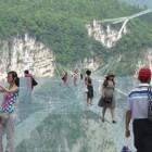 Il Glass Bridge in Cina: la più lunga passerella di vetro al mondo sospesa nel vuoto